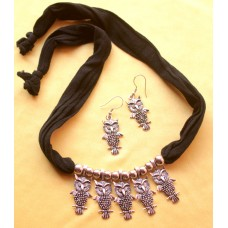 Costume jewelry necklace set